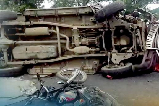 road mishap, Two killed, 18 critical in road mishap
