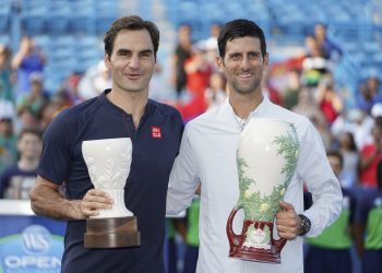 Novak Djokovic (R) and Roger Federer poses with their respective trophies after the final at Cincinnati, Sunday