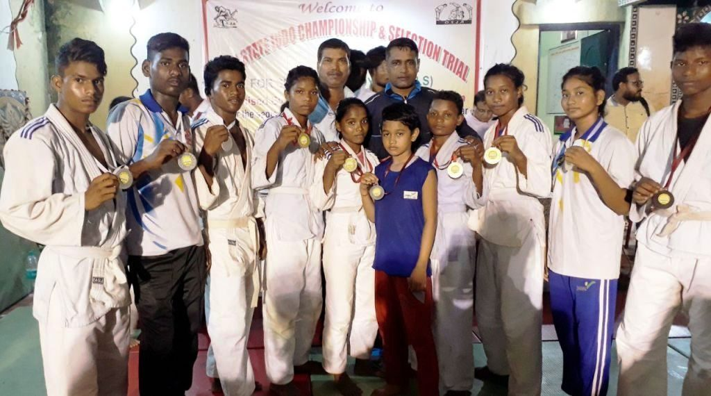 Judokas pose with their medals