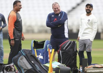 India coach Ravi Shastri (L) and skipper Virat Kohli (R), laugh their disappointments out during India's training session at Trent Bridge, Friday