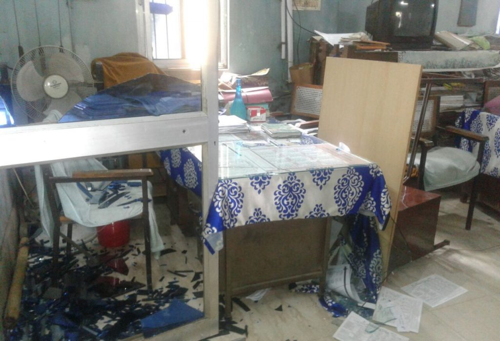 Ransack, Cong workers ransack police station in Cuttack