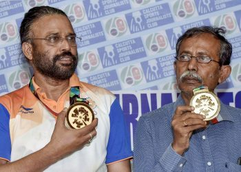 Bridge gold medallists Pranab Bardhan (L) and Shibnath De Sarkar at the Kolkata Sports Journalists' Club, Monday