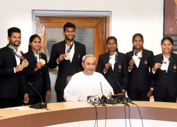 Asian Games medal winning state hockey players with their medals pose with Chief Minister Naveen Patnaik at the Secretariat in Bhubaneswar, Monday