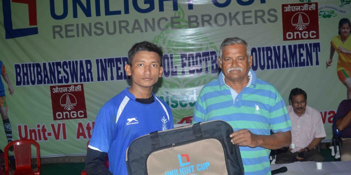 Caption Satyendra Roy receives the man of the match prize in Bhubaneswar, Thursday