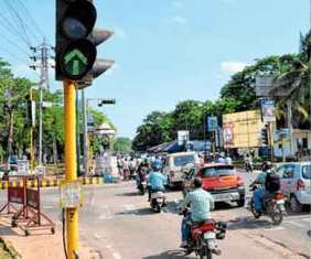 Automatic traffic signals, 14 automatic traffic signals in twin cities on cards: CM
