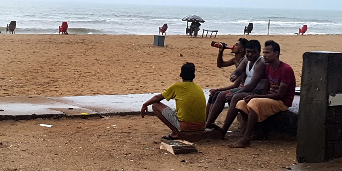 Boozing in public, Boozers have field day on Puri beach