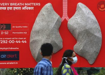 People pass by an installation of an artificial model of lungs to illustrate the effect of air pollution outside a hospital in New Delhi, November 5, 2018. (REUTERS)