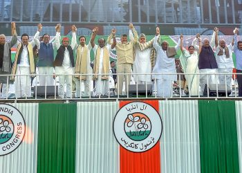 Mamata Banerjee and other opposition leaders during the rally in Kolkata, Saturday