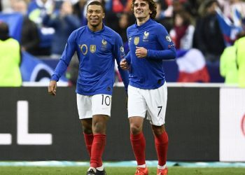 Kylian Mbappe (L) and Antoine Griezmann celebrate the former's goal against Iceland, Monday