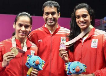 Saina Nehwal (L) and PV Sindhu with their coach Pullela Gopichand