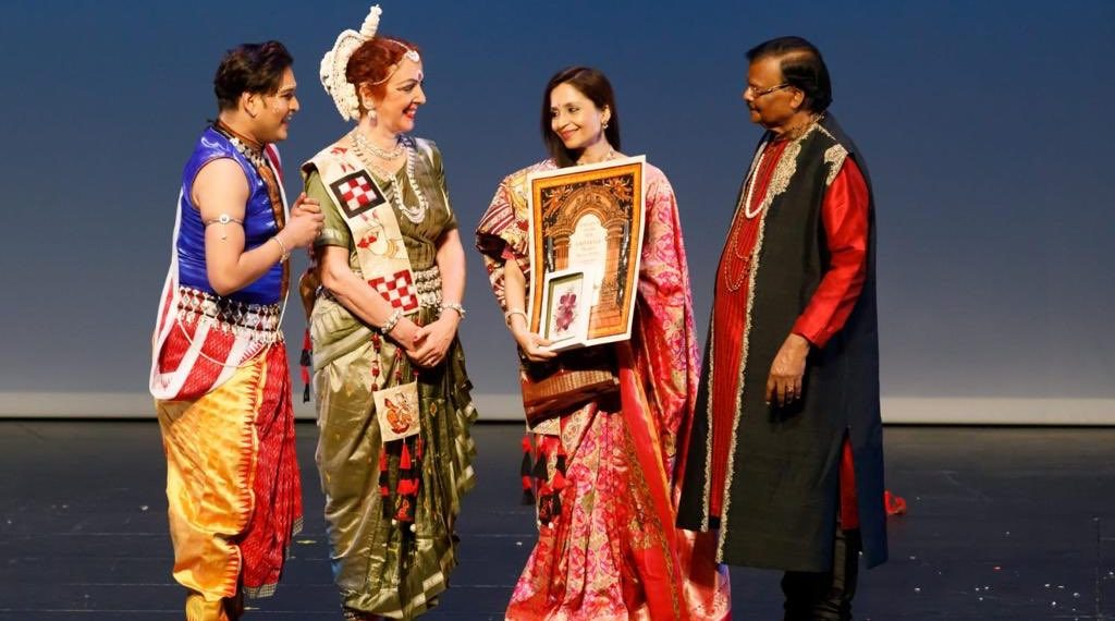 Shallu Jindal (3rd from L) being presented the award by Raghunath Mohapatra (R)