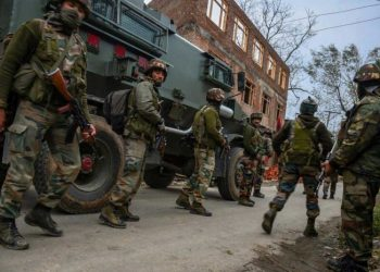 Following an overnight gun battle between security forces and a group of hiding terrorists in Punzgam village of Pulwama, three Kashmiri men belonging to the Hizbul Mujahideen outfit were brought down early in the day.
